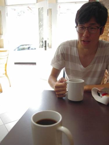 カスコビエホのコーヒーショップでゲイシャを飲む