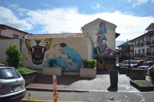 カスコビエホのビルの壁画
