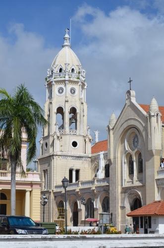 パナマの国立劇場とサンフランシスコ教会