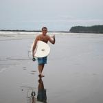 サーフィンを一人で始める方法!初心者サーファーにおすすめの6つのサイトと練習方法、揃えるべき道具セット