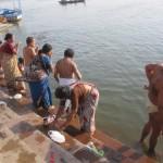 「青年海外協力隊に応募したいけど、途上国で2年間も暮らすのは…」って悩んでる若者は、今すぐインドのガンジス河で泳いでこい!