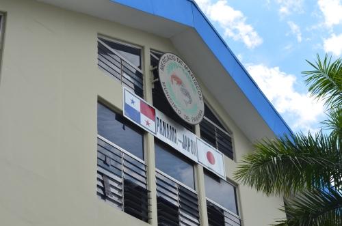 パナマの魚市場に掲げられている日本国旗