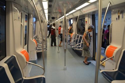 パナマシティの地下鉄の車両内部の様子