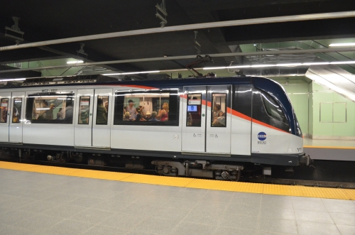 パナマシティを走る地下鉄の車両