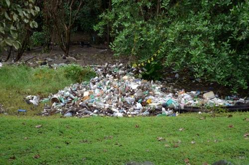 パナマ・ビエホの大量のゴミ