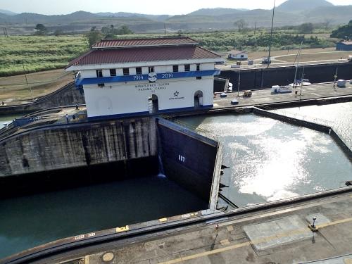パナマ運河の水かさが上がっている