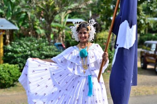 ベラグアス県の旗を持った美しい少女
