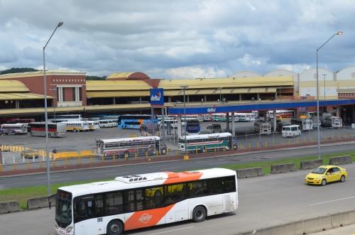 メトロバスとタクシー
