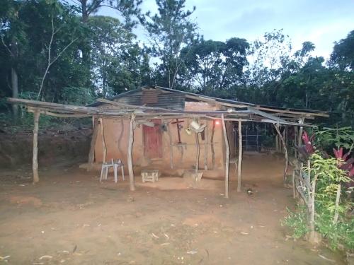 宿泊した無電化集落の民家
