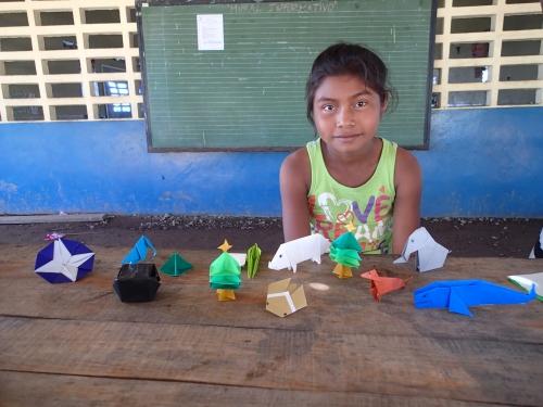 少女と一緒に作った折り紙コレクション