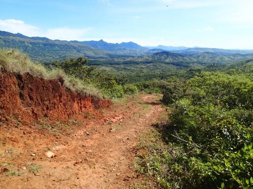 無電化集落への山道