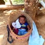 青年海外協力隊の保健衛生活動!途上国の乳児への授乳期間と離乳方法を育児中のお母さんに調査中