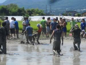 田んぼでサッカーでまちおこし!長野県伊那市の泥んこサッカー大会どろカップ