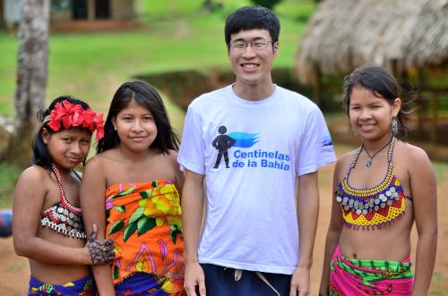 エンベラ族の子供との記念撮影