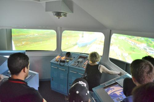 パナマ運河通航体験