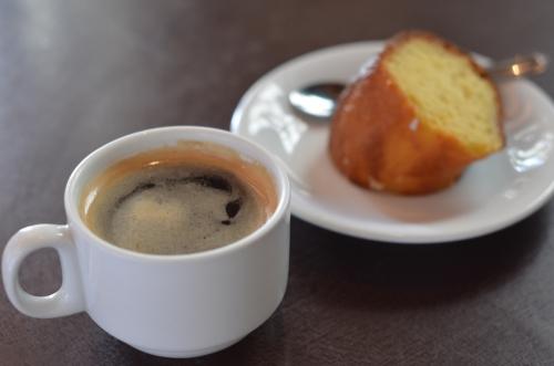 レリア農園のコーヒーとケーキ
