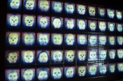 メキシコ国立人類学博物館の展示物顔と骸骨