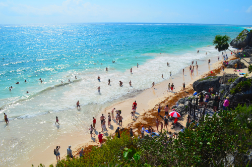 トゥルム遺跡の綺麗な海岸