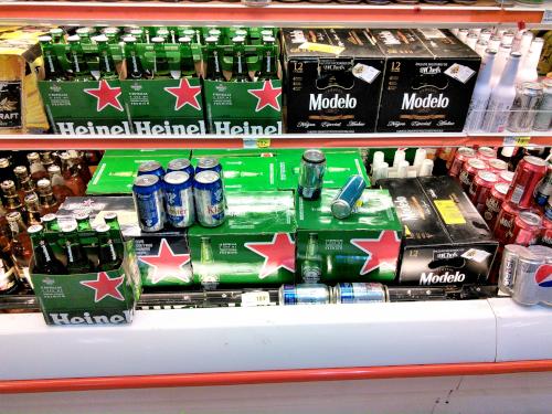 メキシコのスーパーのビール売り場