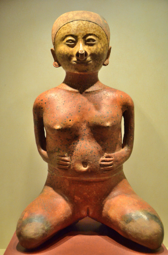 メキシコ国立人類学博物館の展示物全裸の女性