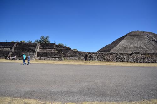 太陽のピラミッドの右斜め前の遺跡跡が撮影スポット