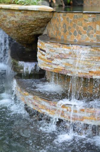 コスタリカのタバコン温泉の透き通るお湯