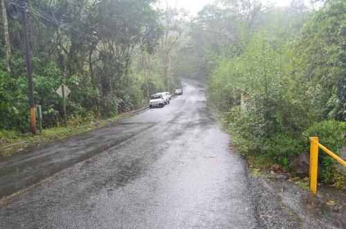 タバコン温泉から50m地点の道路