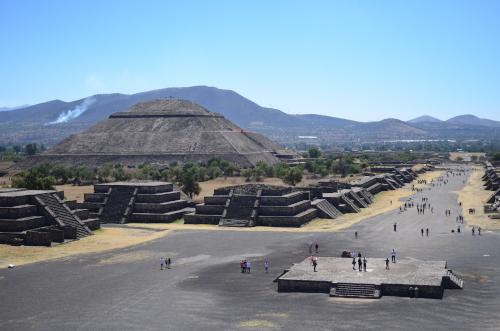 月のピラミッドの頂上からの眺め