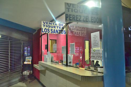 コスタリカの首都サンホセのバスチケット売り場