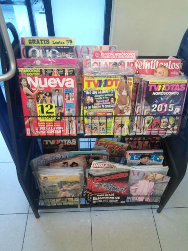 メキシコシティのセブンイレブンの雑誌コーナー