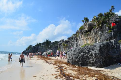 トゥルム遺跡の崖