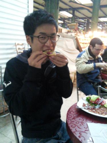 メキシコシティでイモムシのタコスを食べた