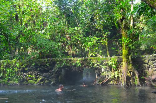 大自然の中にあるコスタリカの無料温泉