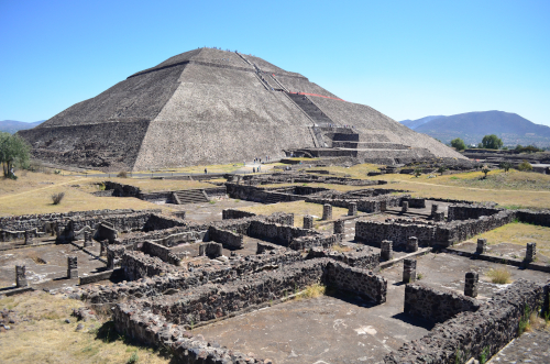 メキシコシティからテオティワカン遺跡への行き方!巨大ピラミッドに登ろう