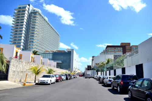 ハードロック・ホテルの横の道路