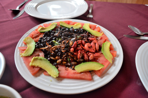 メキシコシティで食べた7種類の虫料理盛り合わせ