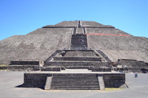 太陽のピラミッドの正面写真