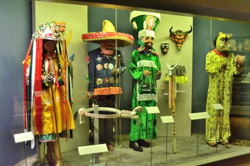 メキシコ国立人類学博物館の展示物仮装