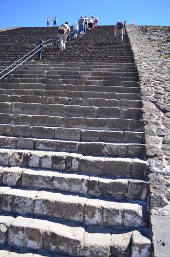 太陽のピラミッドの階段