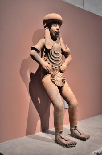 メキシコ国立人類学博物館の展示物半立ちの人