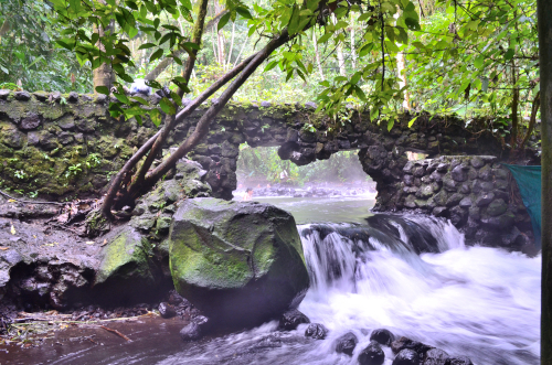 タバコン温泉付近の川