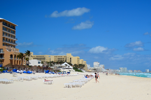 カンクンのホテル前のビーチ