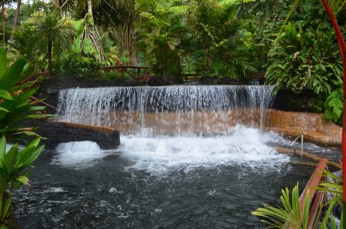 タバコン温泉の滝