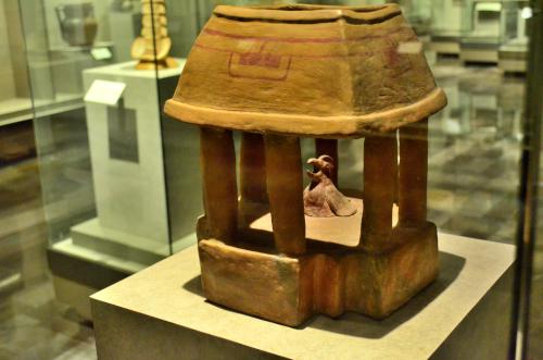 メキシコ国立人類学博物館の展示物囚われの鳥