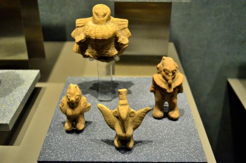 メキシコ国立人類学博物館の展示物4つの石像