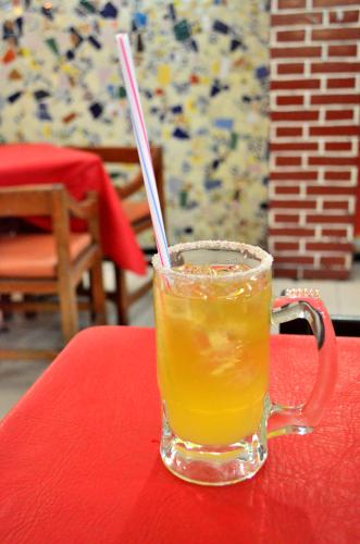 メキシコのレモン味のビールカクテルチェラーダ