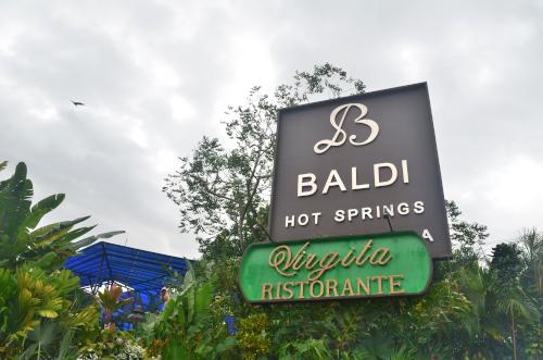 コスタリカのバルディ温泉の看板