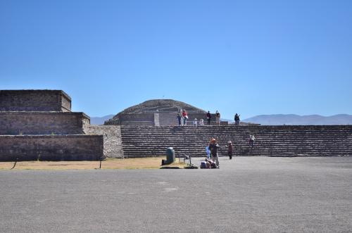 テオティワカン遺跡の入り口周辺