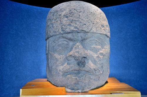 メキシコ国立人類学博物館の展示物大きな顔