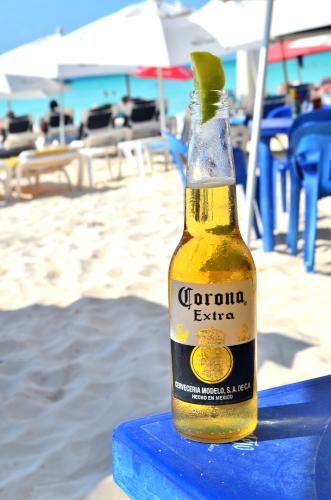 メキシコビールコロナにレモンは入れない